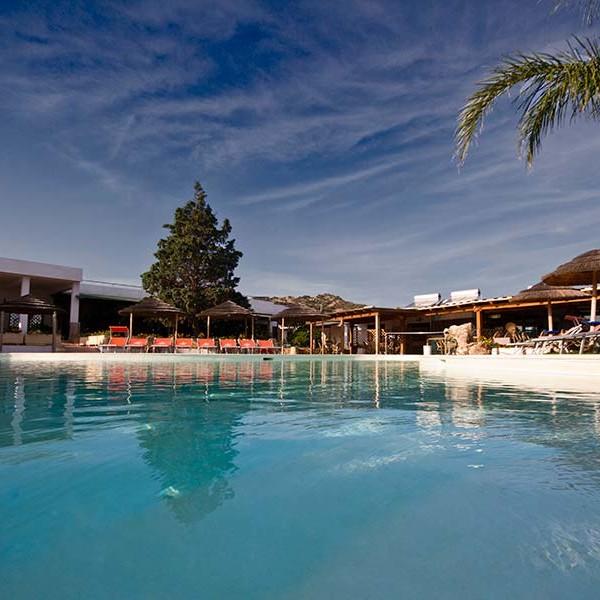 Hotel Altura, la piscina e il solarium